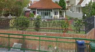 Meyer Vicinity – subdividable into a pair of Bungalow!