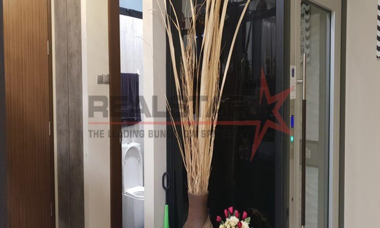 Kembangan Terrace – Full Glass Lift & Attic – Open Space!