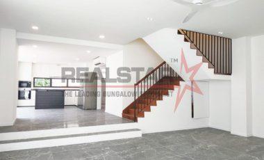 Newly Refurbished Terrace House @ Tembeling