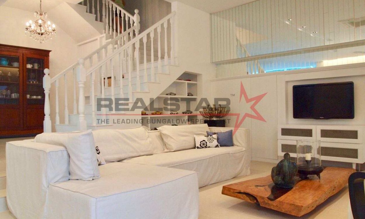 Seaside Beautiful Semi-Detached – Breezy & Greenery!