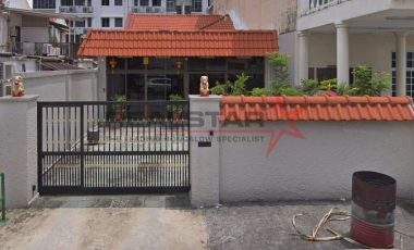 Do it up to your own taste! Corner Terrace for rebuild @ Rambai